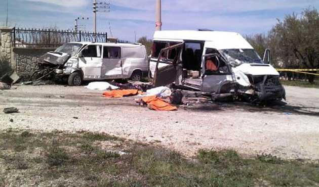 Konya'daki kazada üçü öğrenci dört kişi öldü