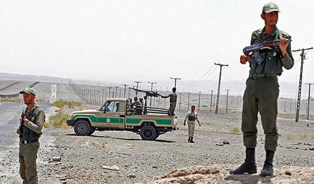 Pakistan sınırında sekiz İran askeri öldürüldü
