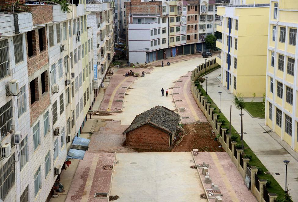 Çin'in dönüşüme direnen binaları