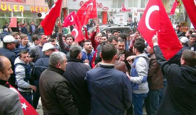 Bursa'da HDP'ye yürüyen gruba polis engeli