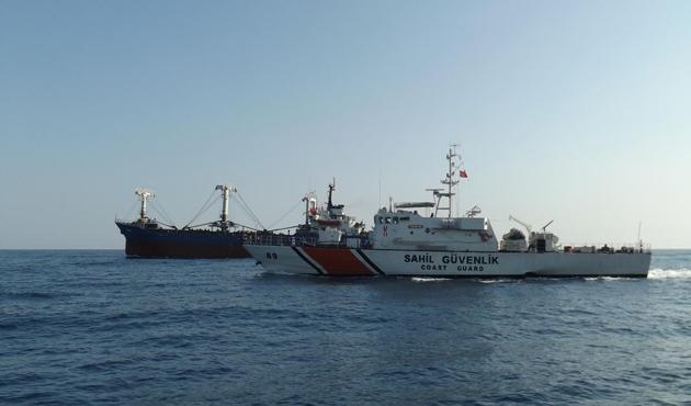 Mersin'de göçmen gemisine baskın