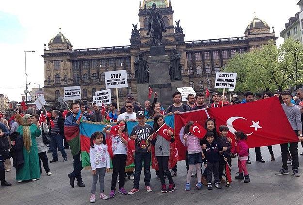 Ermeni iddiaları Prag'da protesto edildi