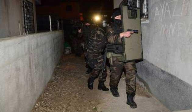 Adana'da 600 polisle şafak operasyonu