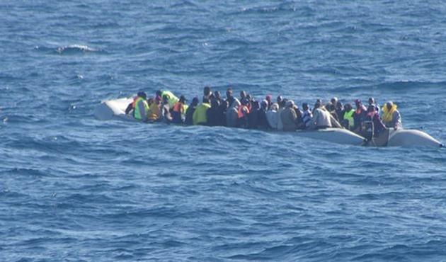 Akdeniz'de yine göçmen teknesi battı: En az 40 ölü