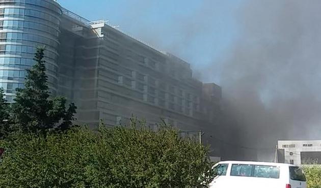 Küçükçekmece Sefaköy'de otel yangını