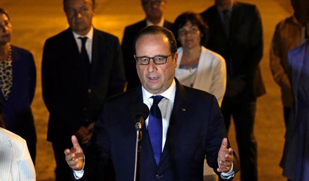 Hollande Küba'ya giden ilk Fransız lider oldu