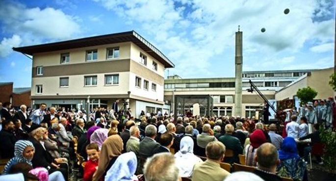 Almanya'da bir minareli cami daha açıldı