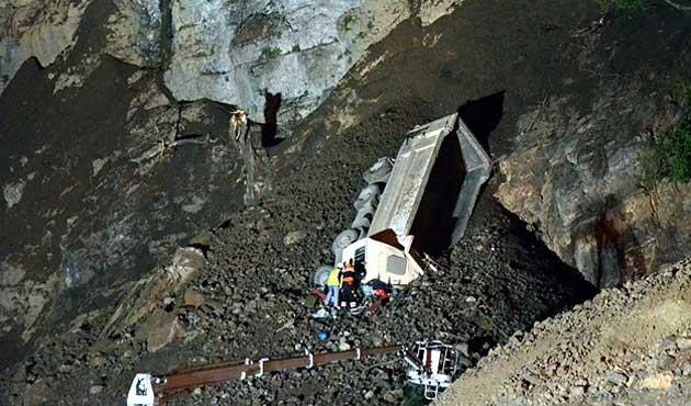 Zonguldak'ta heyelan, kamyon göçük altında kaldı