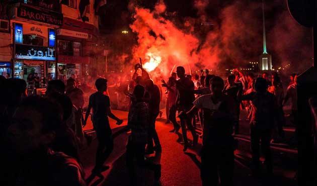 Tahrir'e giren darbe karşıtlarına müdahale