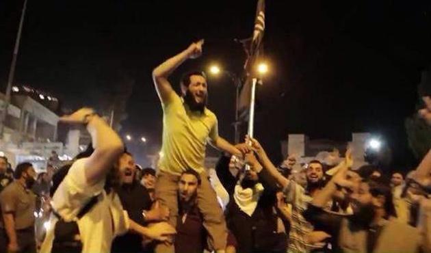 IŞİD, Palmira'da Lübnanlı mahkumları serbest bıraktı