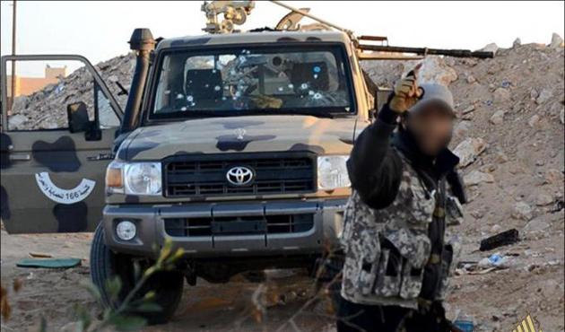 IŞİD, Kaddafi'nin memleketi Sirte'yi aldı