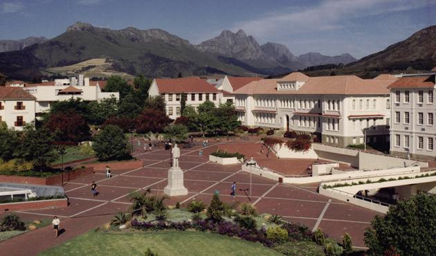 Güney Afrika'da bir üniversitedeki ırkçı sembol kaldırıldı