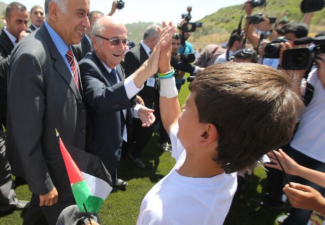 Filistinliler'den 'İsrail'e kırmızı kart'