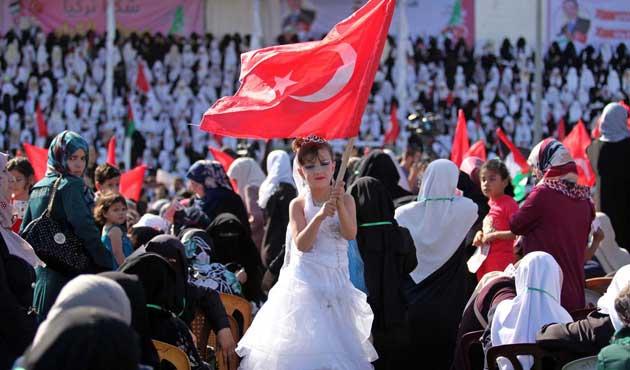 Gazze'de toplu nikâh töreni