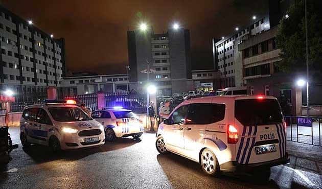 İstanbul emniyetinde şüpheli şahıs alarmı