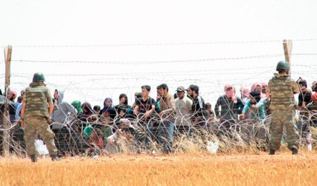 15 bin Türkmen sınır kapılarına dayandı