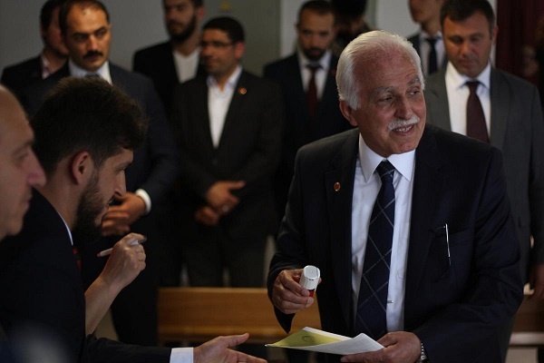 Kamalak'ın oy kullandığı sandık'ta CHP çıktı