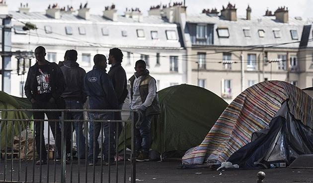 Paris'te kilise önündeki göçmenler tahliye edildi