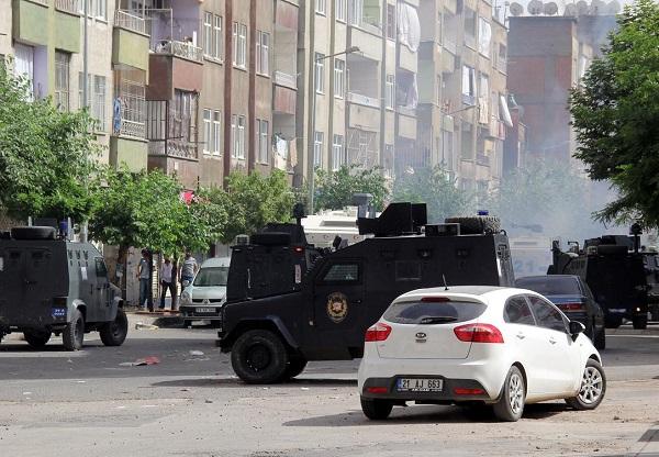 Diyarbakır saldırısında üç gözaltı