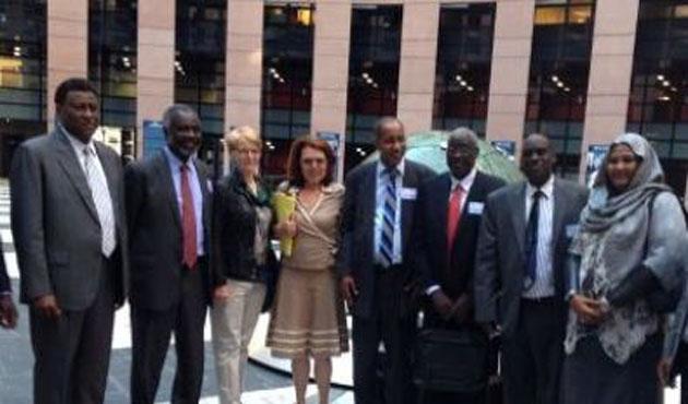 Sudan muhalefetine yurtdışı yasağı