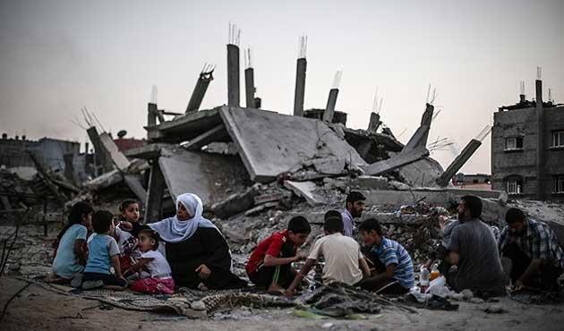 Gazze savaşının birinci yılında 100 bin evsiz
