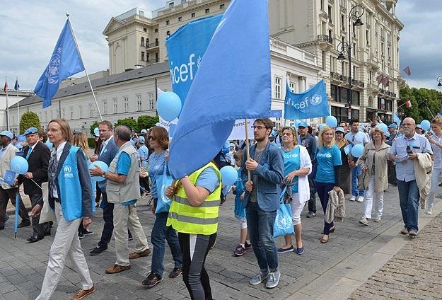 Varşova'da 'Mavi Barış' yürüyüşü