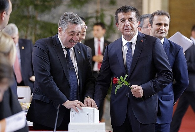 Zeybekci: Faiz indirimi ekonominin yararınadır