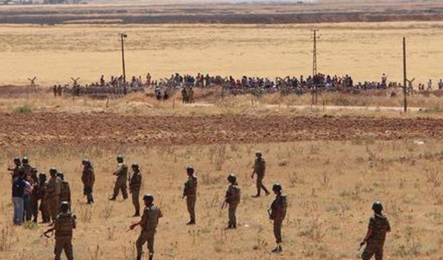 Kobani'deki patlamalardan sonra sınırda yığılma