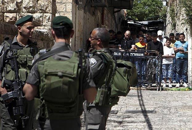 İsrail Mescid-i Aksa'da namaz için izin belgesi istiyor