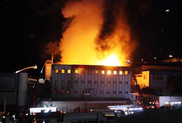 İzmir'de yağ fabrikasında yangın