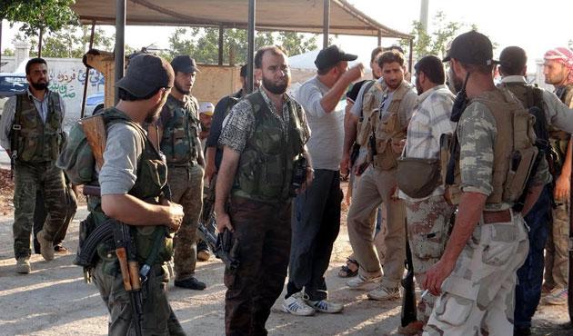 Altı İran askeri Suriye'de esir