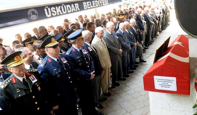 Tahsin Şahinkaya'ya askeri tören