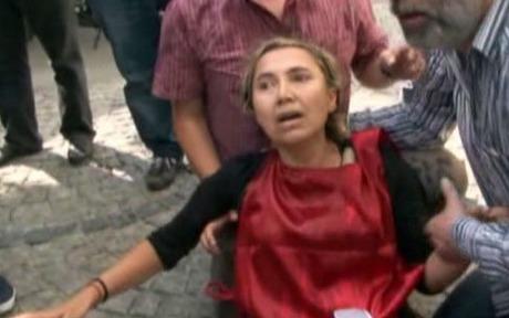 DİSK çaycısını attı, işçiler birbirine girdi | VİDEO