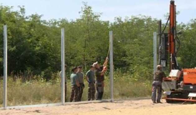 Macaristan sınıra tel örgü çekimini hızlandırdı