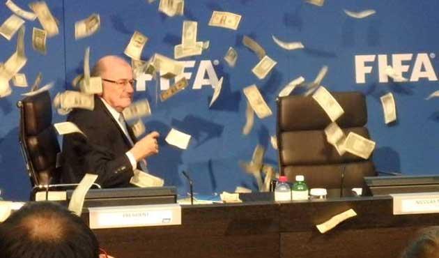 FIFA'daki rüşvet skandalı UEFA'ya uzandı