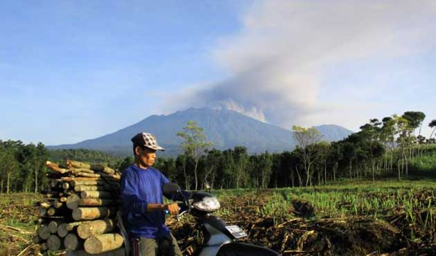 Endonezya'da yanardağlar faaliyete geçti
