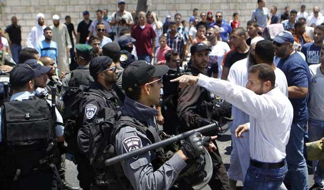İsrail sabah namazında Mescid-i Aksa'ya saldırdı