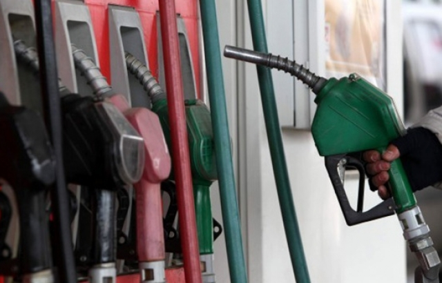 Benzin ve motorine 'dolar' zammı