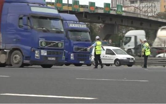 İstanbul'daki bombalı araç alarmı ikinci gününde