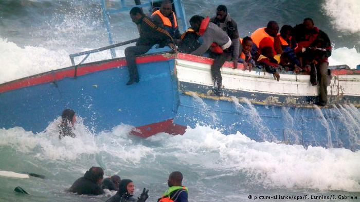 İtalya'da bir göçmen teknesi daha battı