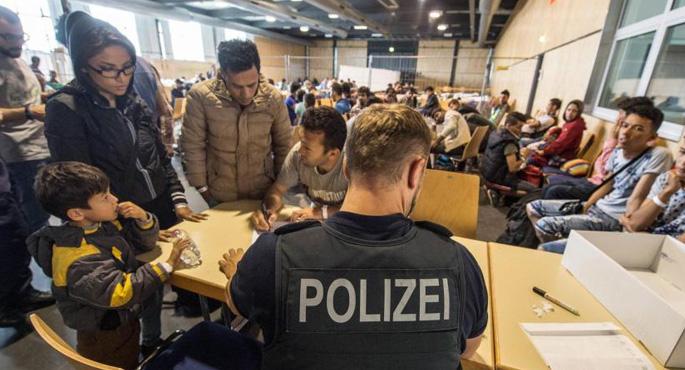 Almanya'da mültecilere taciz