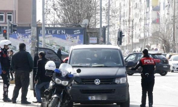 Diyarbakır'da PKK'lı canlı bomba yakalandı