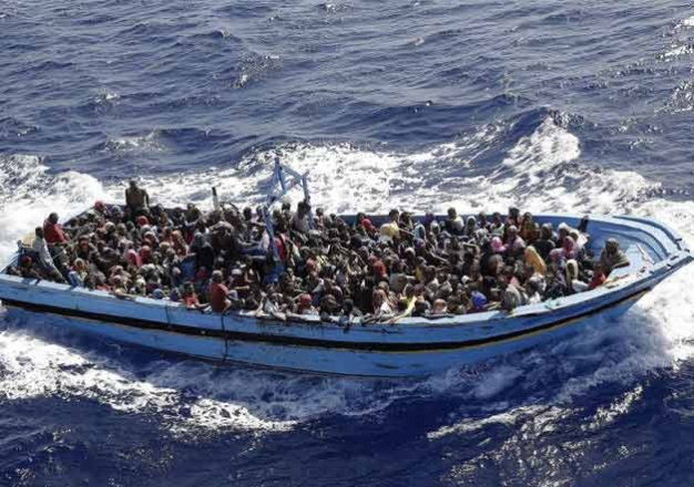 İtalya açıklarında 3 bin göçmen bekliyor