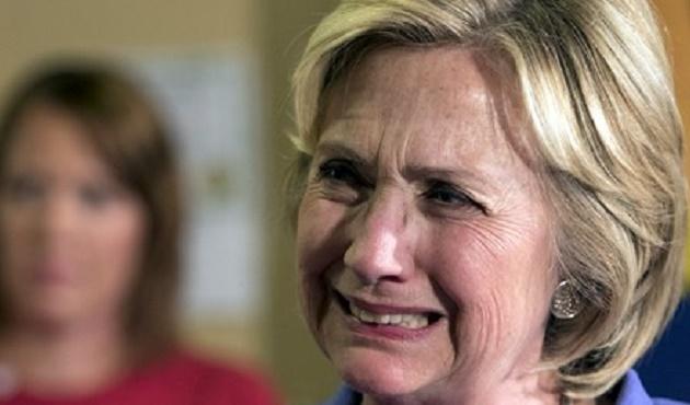 Clinton yenilgiyi kabul etti