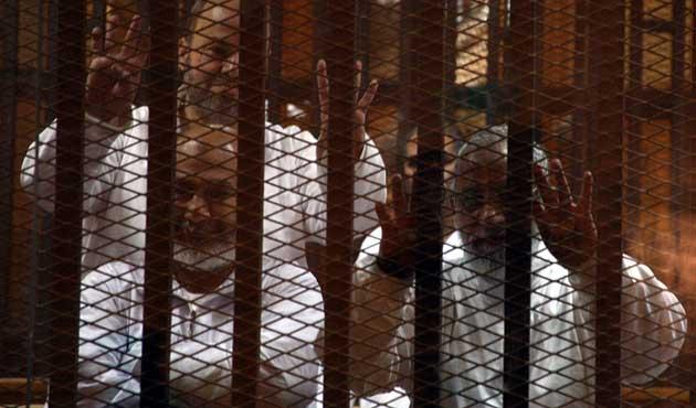 Tutuklu İhvan lideri hastaneye kaldırıldı