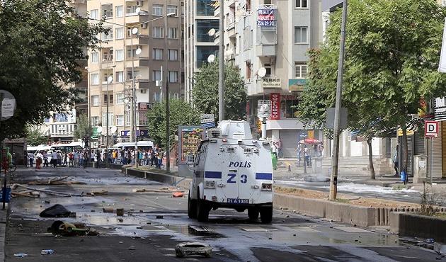 Diyarbakır'da eylemcilere polis müdahalesi