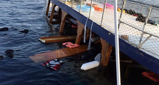 Mülteciler kırık-dökük tekneye zorla bindirilmiş