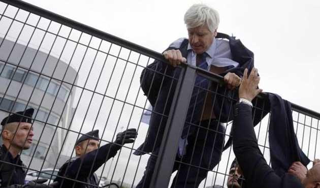 Air France çalışanları yöneticilerine saldırdı