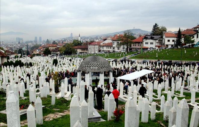 Aliya İzzetbegoviç kabri başında dualarla anıldı