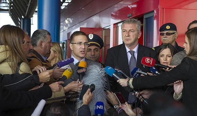 Sığınmacılar Sırbistan'dan Hırvatistan'a trenle götürülecek